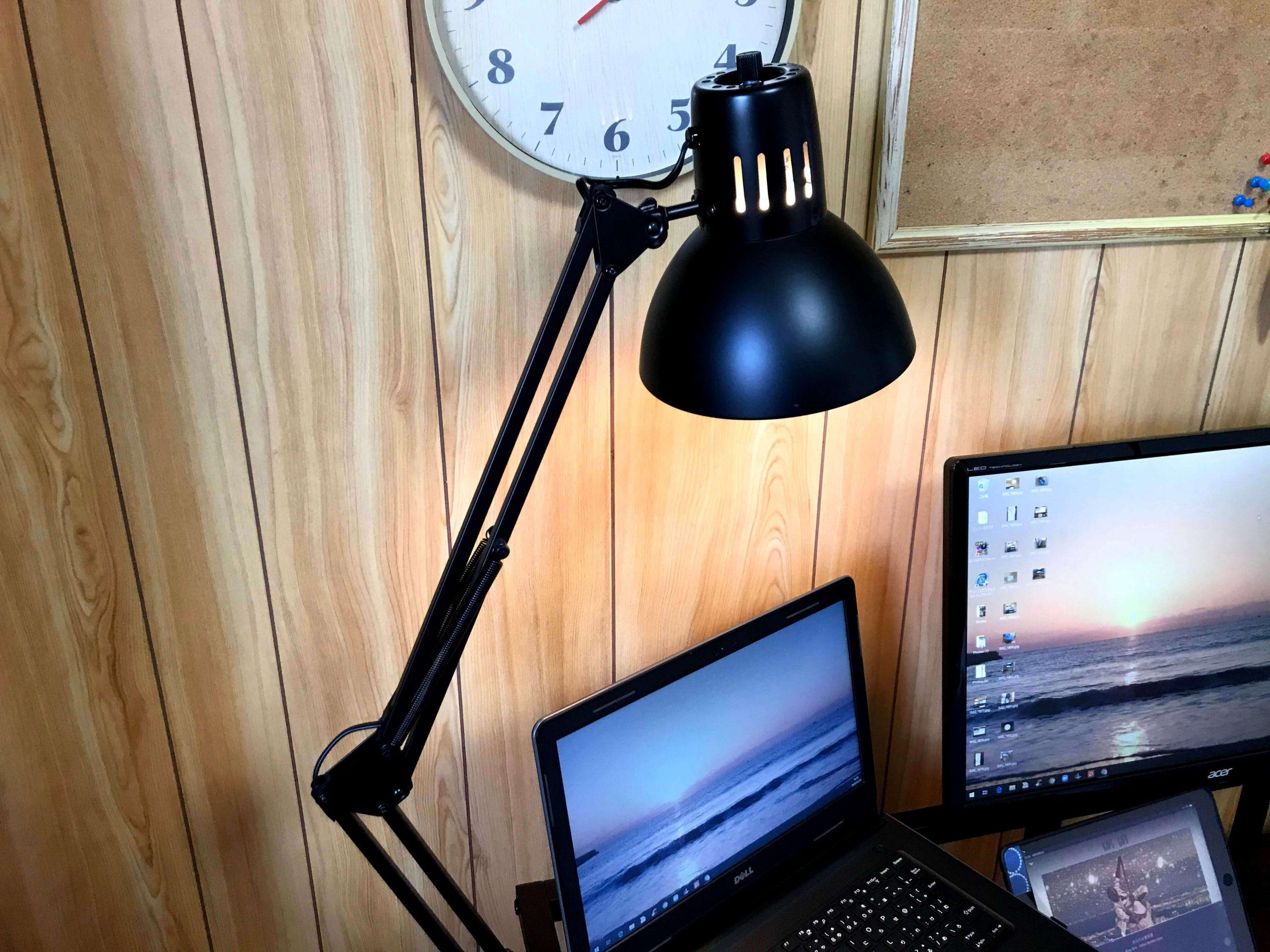 筆者の部屋のデスクライト