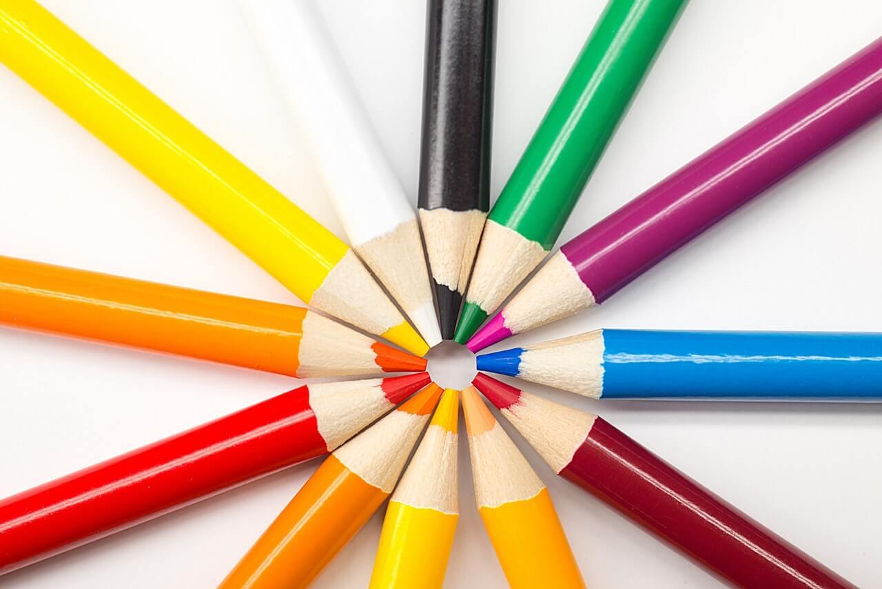 先が同じほうを向く色鉛筆