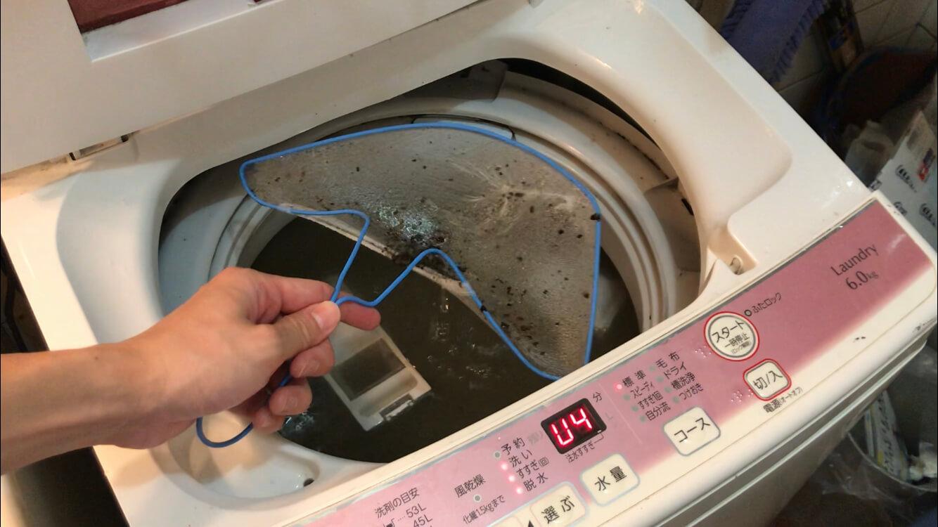 水のみで洗濯機を回したときのカスを取る
